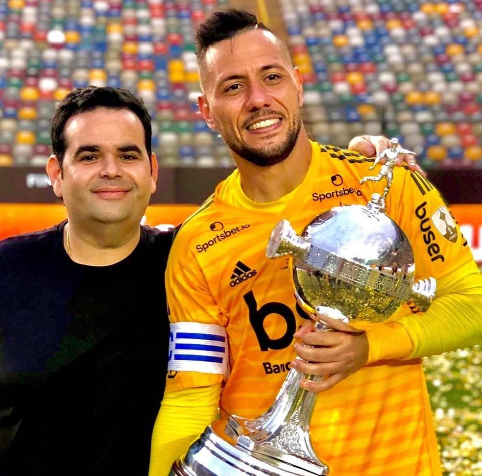 Diego Alves, do Flamengo, e seu empresário, Eduardo Maluf — Foto: Reprodução