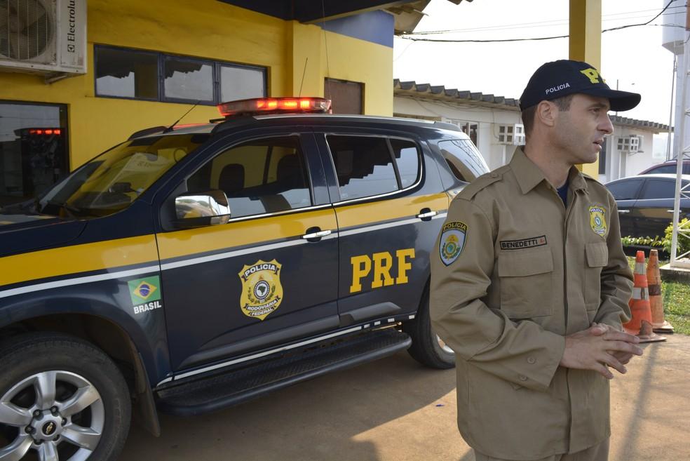 Policial diz que objetivo é evitar acidentes (Foto: Jeferson Carlos/G1)