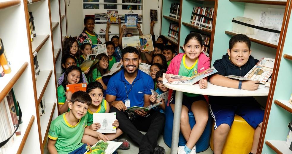 BiblioSesc leva livros e contação de histórias e rodas de leitura para escolas municipais (Foto: Sesc-RR/Divulgação)