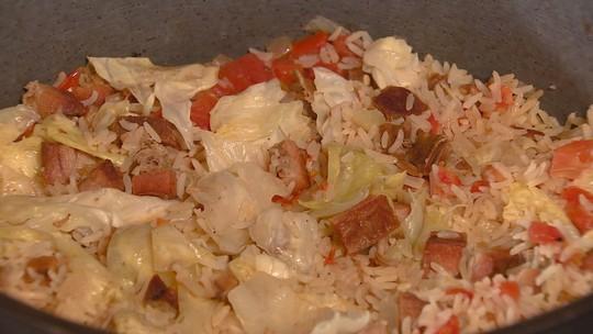 Arroz carreteiro é prato tradicional que serve toda a família