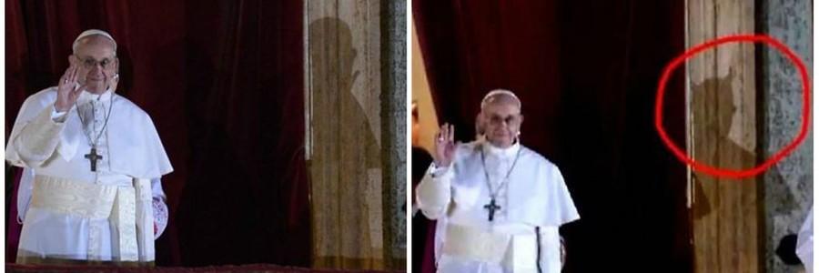 Papa Francisco aparece supostamente emanando uma sombra diabólica (Foto: Reprodução)