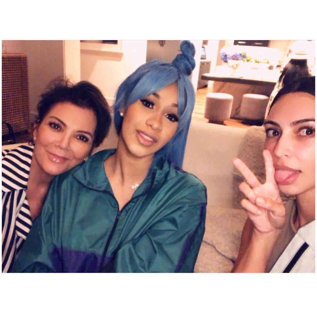 Cardi B publicou foto com Kris Jenner e Kim Kardashian (Foto: Reprodução/ Instagram)