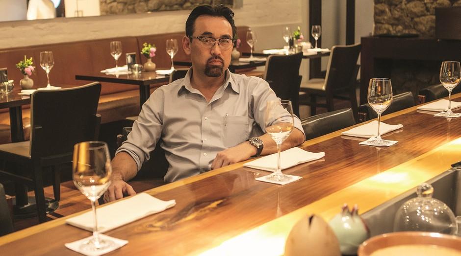 Segundo Jun Sakamoto, a disposição para trabalhar duro e sonhar alto foi herdada do pai: hoje ele é dono de três restaurantes, que faturam R$ 15 milhões (Foto: Franco Amendola)