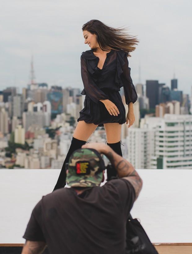 Isis Valverde em making off da Anacapri (Foto: Wesley Allen)
