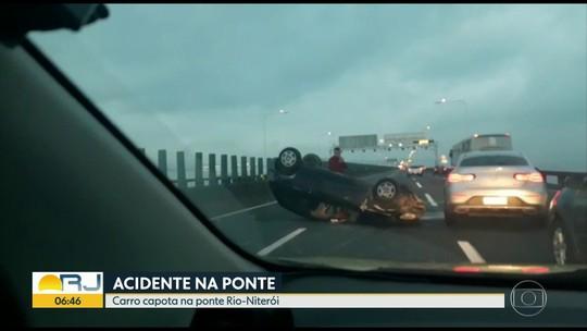 Carro capota na Ponte Rio Niterói