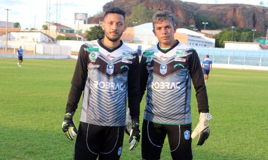 Tom comenta disputa com Jaílson pela camisa 1 do Oeirense, mas garante: