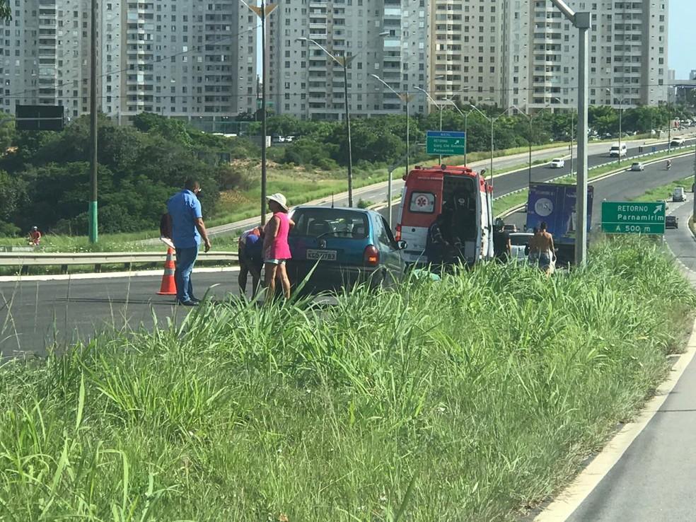 Motorista cochila e bate em caminhão na BR-101 em Natal. PRF registra oito acidentes graves no feriadão no RN.  — Foto: Kleber Teixeira/Inter TV Cabugi
