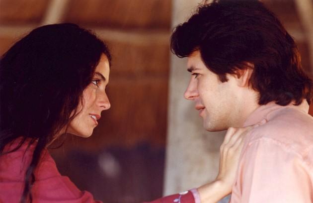 Em cena com Murilo Benício na novela 'O clone', exibida em 2001 (Foto: TV Globo)