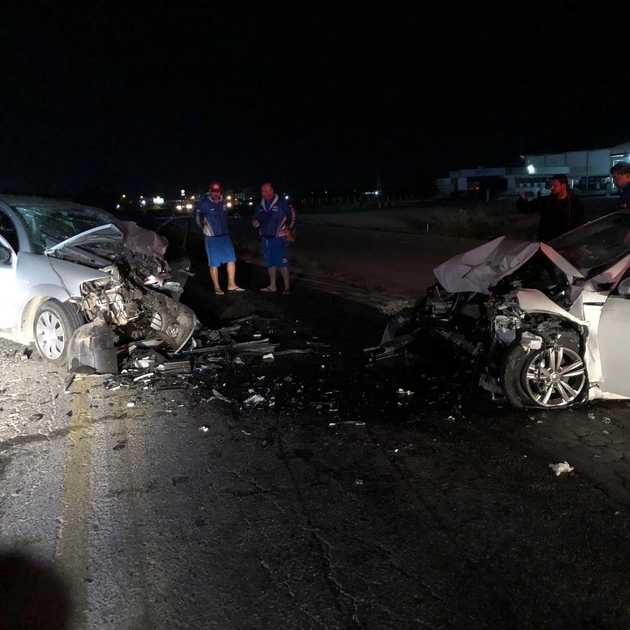 Quatro pessoas ficam feridas após carros baterem de frente na BR-470 em Navegantes  - Notícias - Plantão Diário