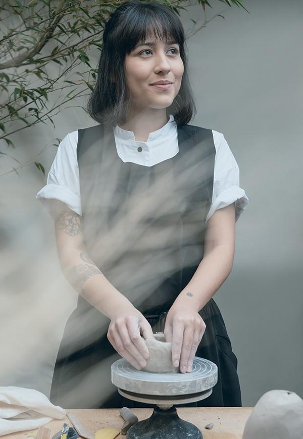 Renata Miwa usa vestido Mareu Nitschke no Espaço Quadrado. Camisa Daura (Foto: Jorge Sato)