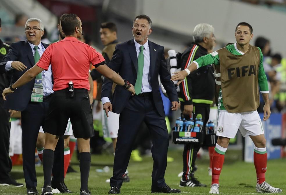 Osório discutiu durante a partida entre México e Nova Zelândia (Foto: ASSOCIATED PRESS/AP)