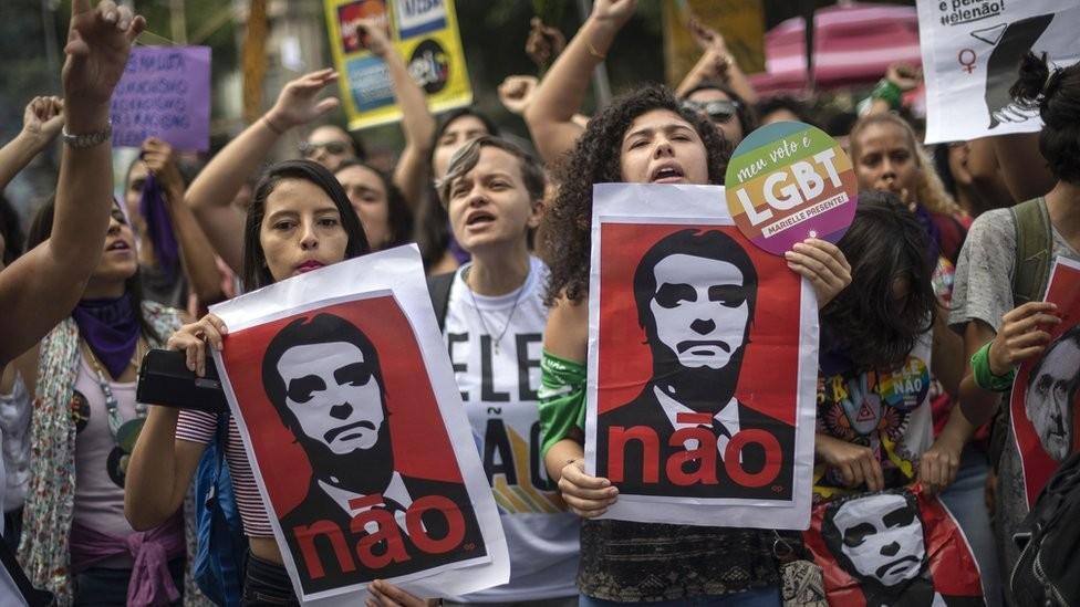 Com o mote #EleNão, grupos feministas organizaram uma campanha contra Bolsonaro (Foto: Getty Images via BBC News)
