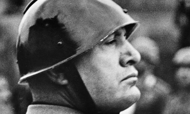 O ditador Benito Mussolini em novembro de 1937