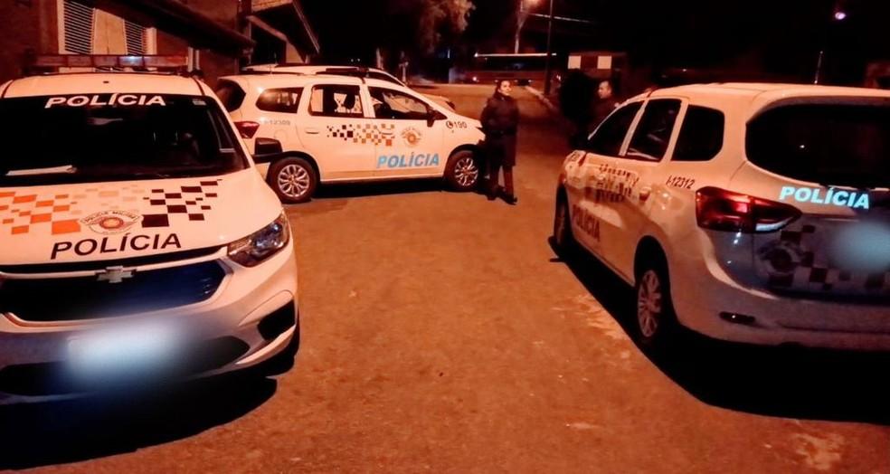 Após perseguição e cerco policial, jovem é preso por roubar carros e bater em muro.  — Foto: Polícia Civil/ Divulgação