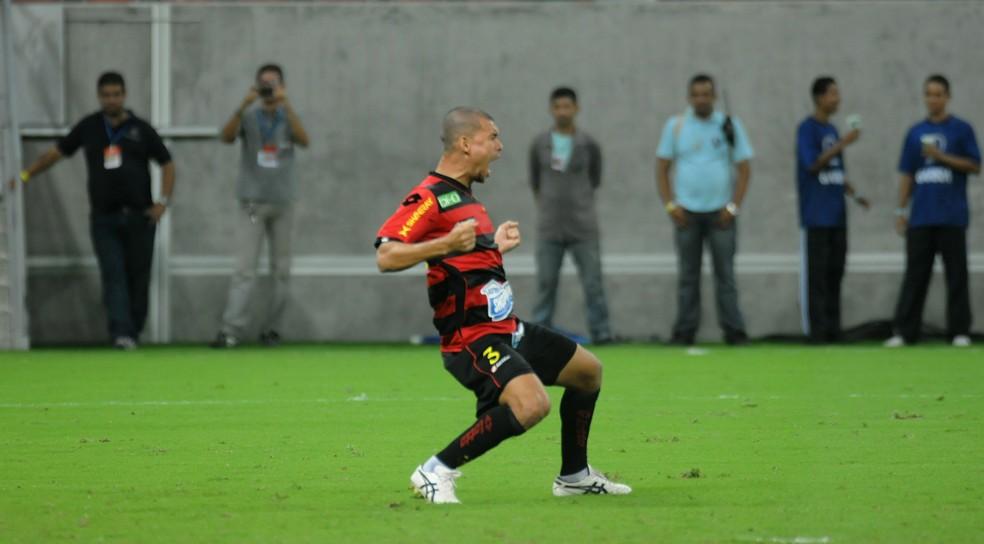 Marcelo Cordeiro em ação pelo Sport (Foto: Aldo Carneiro / Pernambuco Press)