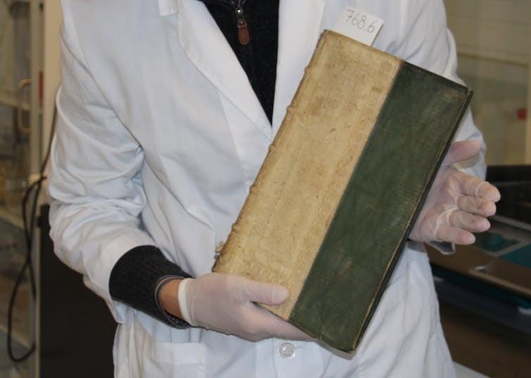 Um dos livros venenosos (Foto: Universidade do Sul da Dinamarca)