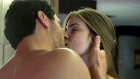Caia na sedução com os melhores beijos de 'Verdades Secretas'!