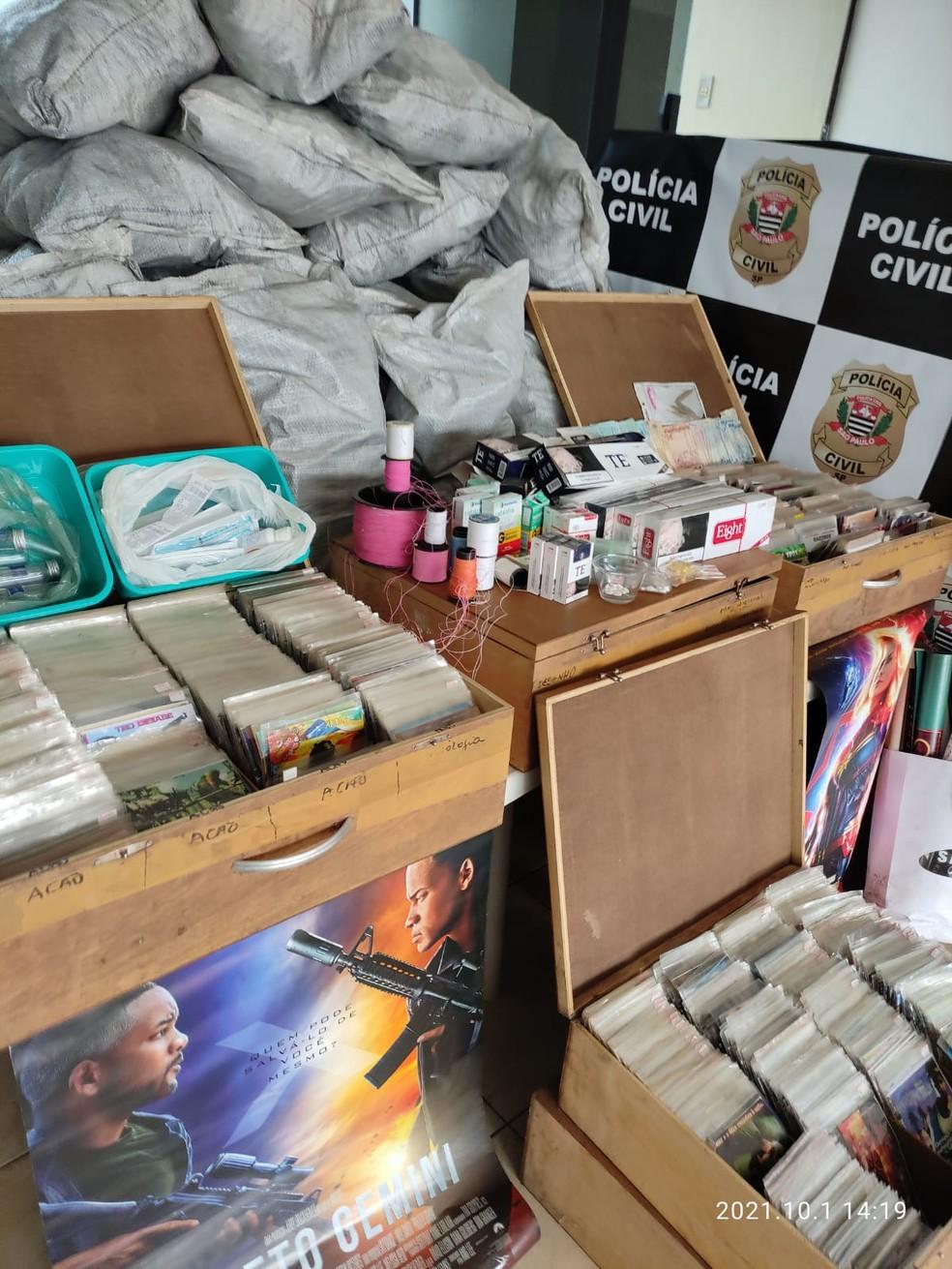 Policiais cumpriram mandado de busca na sexta-feira (1º) — Foto: Polícia Civil/Divulgação