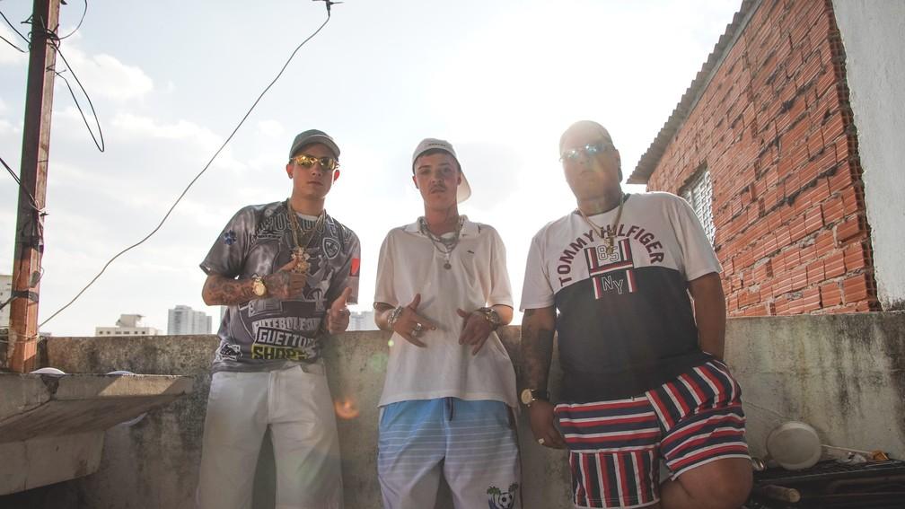 Hariel, Salvador da Rima e Ryan SP na gravação do clipe 'Vergonha pra mídia 2' — Foto: Divulgação