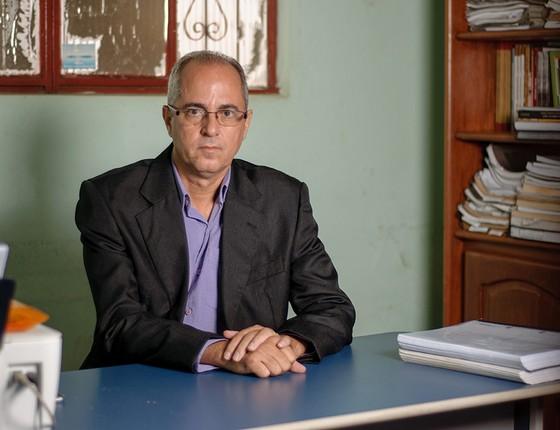 O advogado José Batista em seu escritório em Marabá. Com recursos espartanos, ele impôs derrotas à banca de advogados de Daniel Dantas (Foto: LUCAS ALMEIDA/AGÊNCIA O GLOBO)