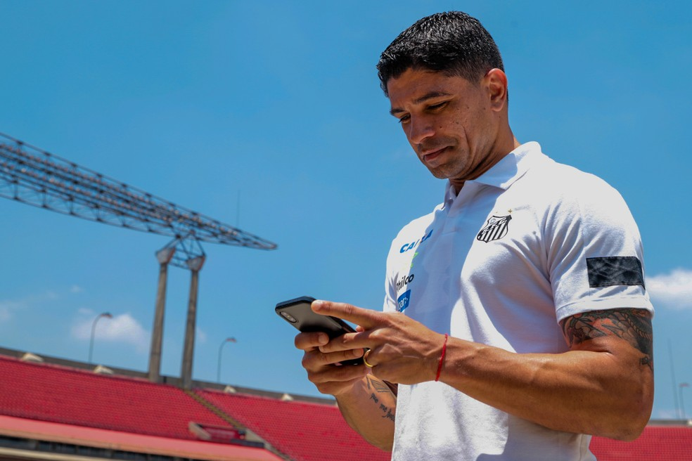 Renato pode deixar o cargo de executivo de futebol do Santos — Foto: Felipe Ruíz