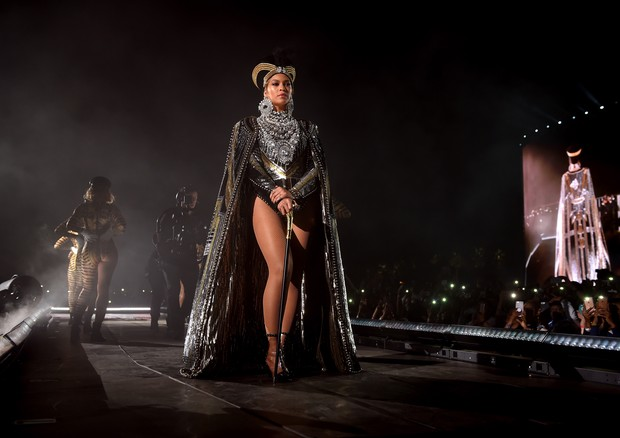 Beyoncé com look Balmain (Foto: Getty Images)