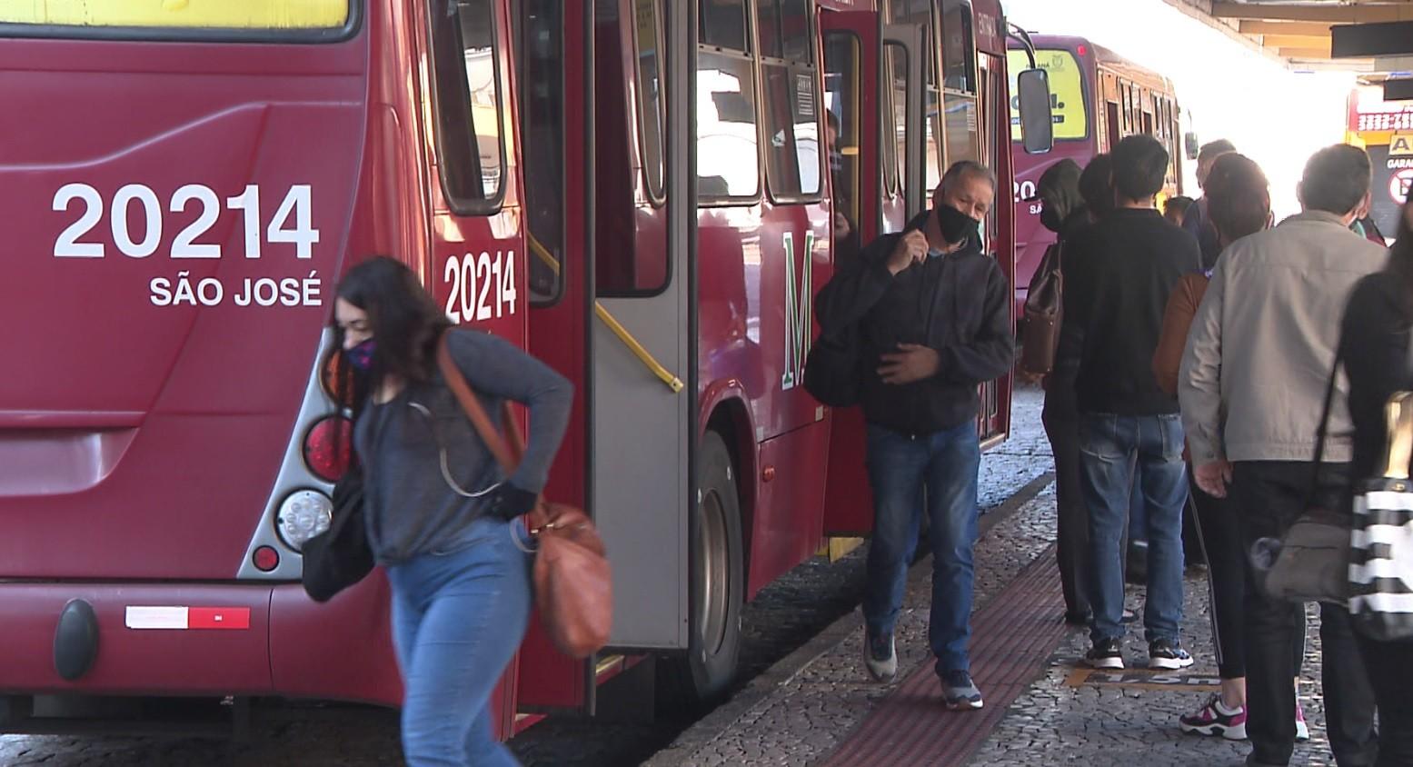Governo apresenta projeto para distribuir passagens do transporte público a desempregados da Região Metropolitana de Curitiba