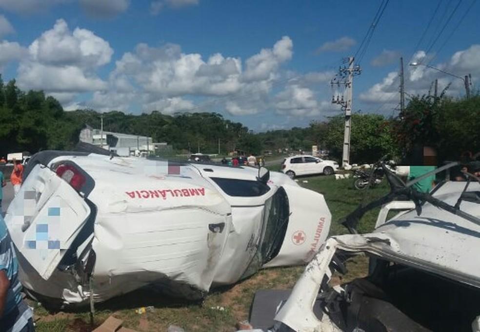 Acidente com ambulância em rodovia federal deixou três mortos no Grande Recife  — Foto: PRF/Divulgação