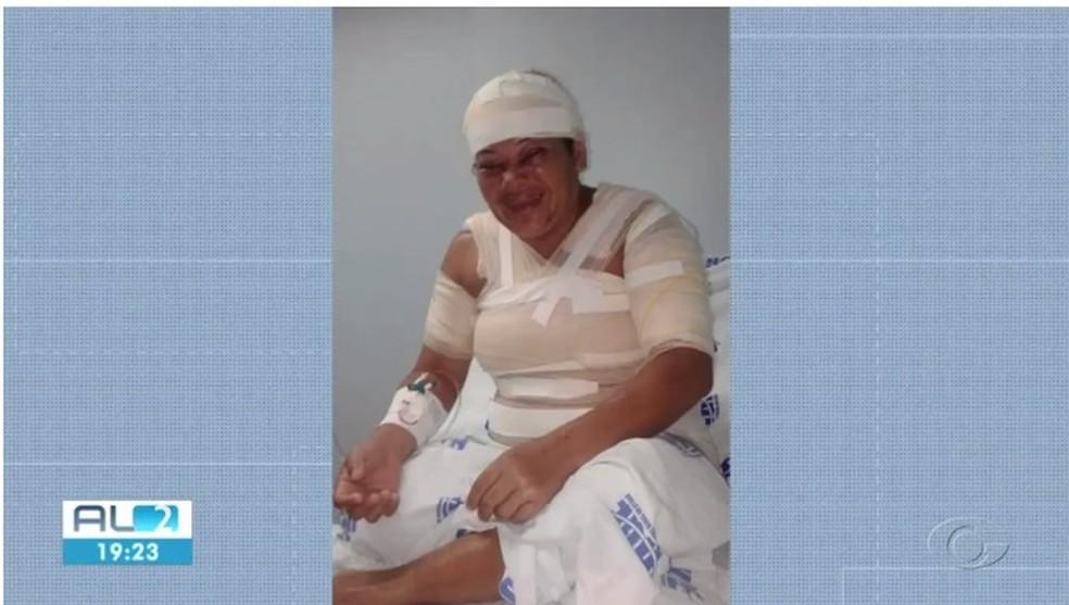 Erivânia, que foi vítima do ex-companheiro em Marechal Deodoro, está internada no HGE — Foto: Reprodução/TV Gazeta