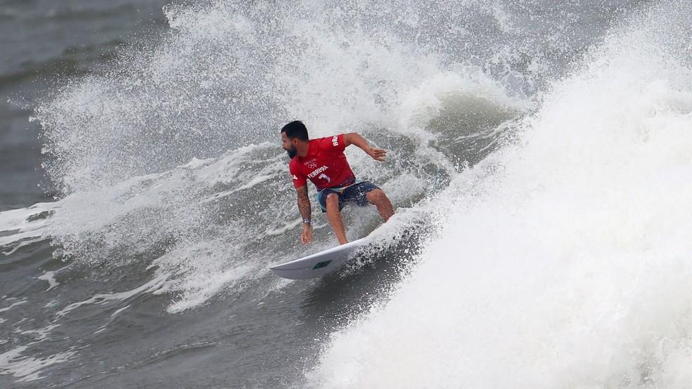 Italo Ferreira não deu chances ao rival neozelandês — Foto: Lisi Niesner/Reuters
