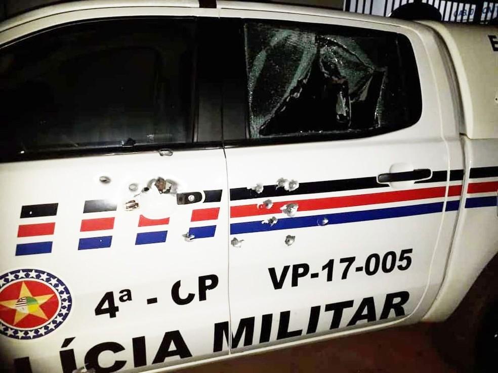 Viatura da Polícia Militar em Esperantinópolis foi atingida a tiros durante assalto ao Banco do Brasil — Foto: Divulgação