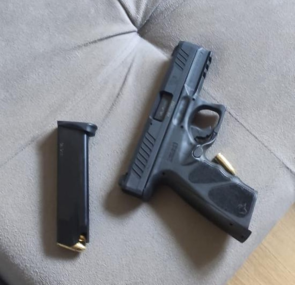 Arma que teria sido utilizada pelo adolescente para atirar contra o pai, em Valinhos (SP) — Foto: Polícia Militar