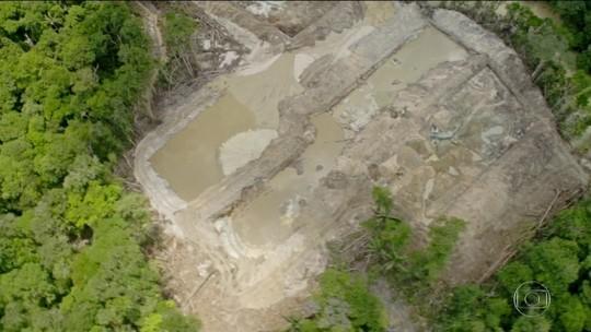 Terra indígena Munduruku sofre invasão de garimpo ilegal; rejeitos poluem rio