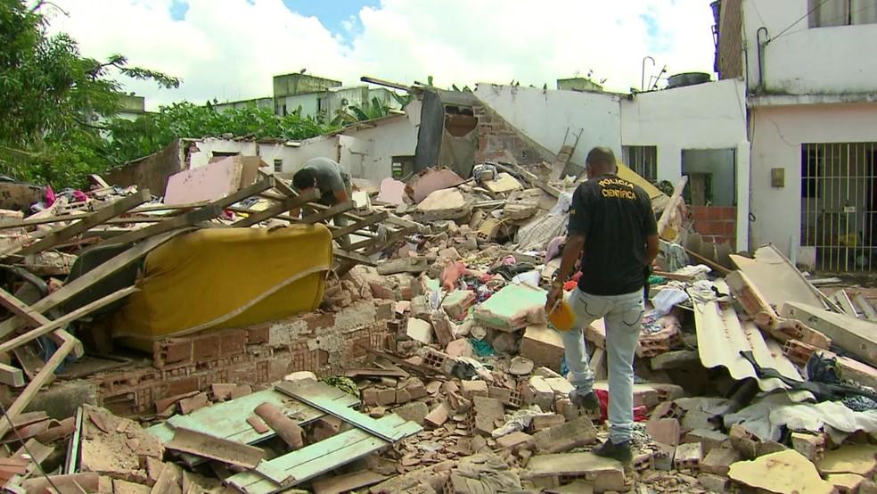 Explosão de botijão de gás destruiu três imóveis no bairro de Jardim Primavera, em Camaragibe, no Grande Recife — Foto: Reprodução/TV Globo