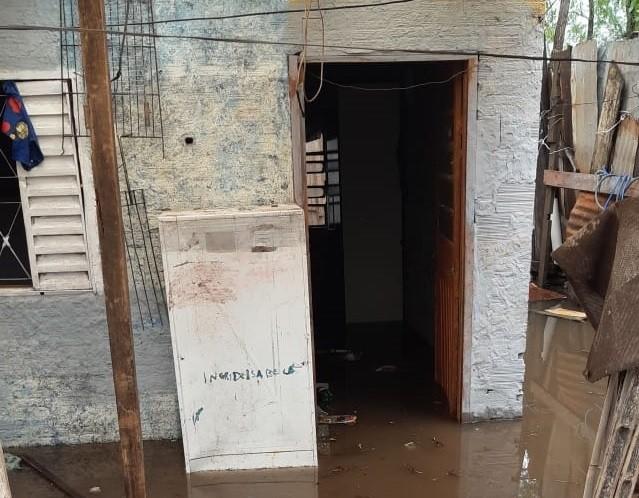 Cheia do Ibirapuitã deixa mais de 150 pessoas fora de casa em Alegrete - Notícias - Plantão Diário