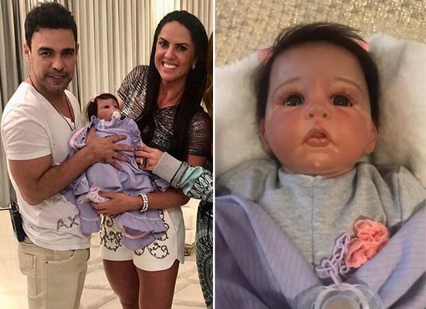 Zezé e Graciele com boneca realista (Foto: Reprodução / Instagram)
