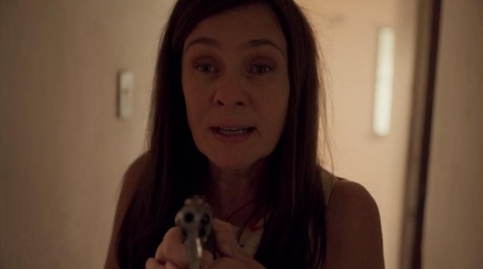 Thelma conta os detalhes da falsa morte de Lurdes — Foto: Globo