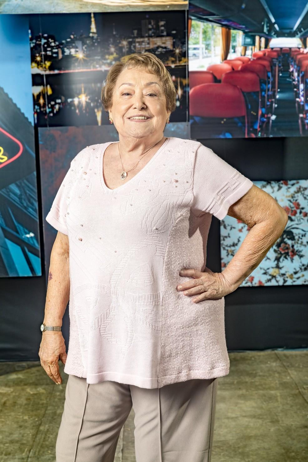 Suley Franco vive a professora aposentada Marlene, que acolhe Maria da Paz (Juliana Paes) quando a moça chega a São Paulo — Foto: TV Globo/João Miguel Jr.