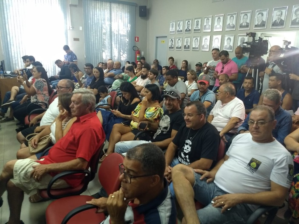 Câmara de Vereadores ficou lotada durante julgamento em Rolândia — Foto: Vanessa Navarro/RPC