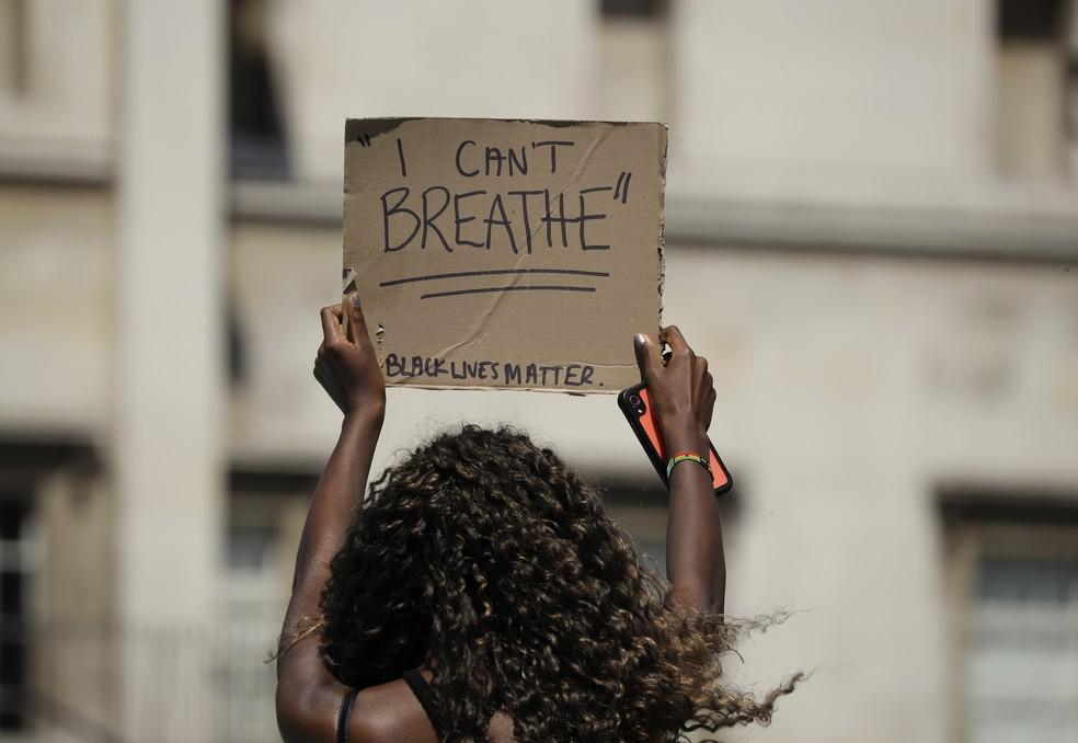 Mulheres negras são as principais vítimas da violência — Foto: Matt Dunham/AP