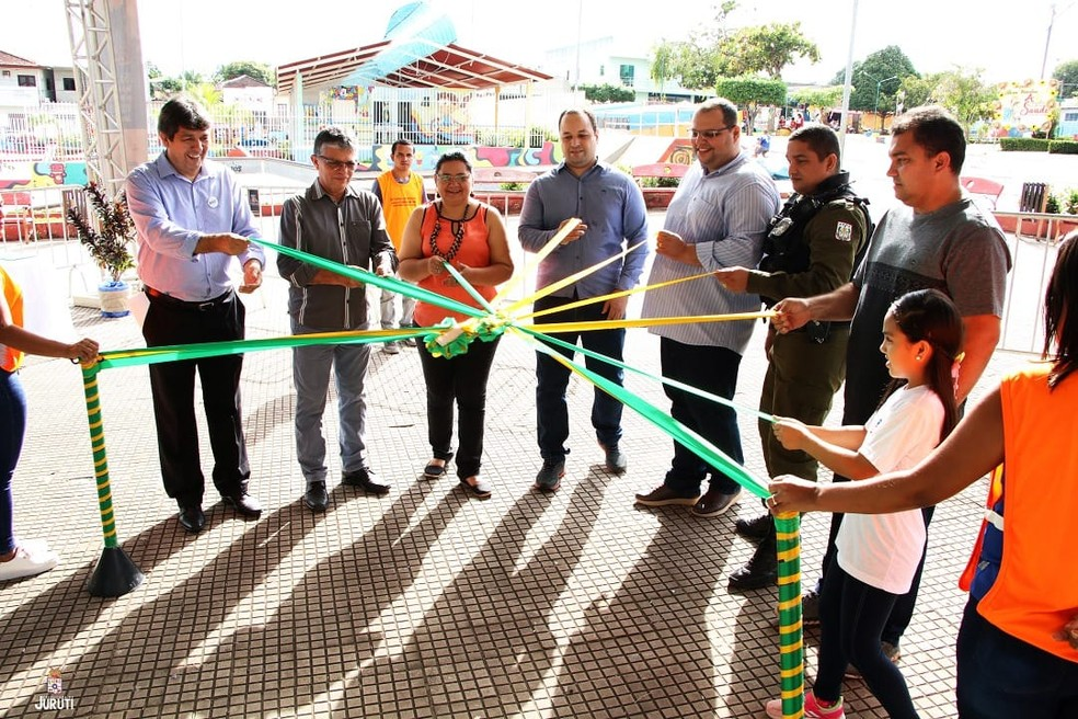 Autoridades e convidados participaram da abertura da exposição da SGI em Juruti — Foto: SGI/Divulgação