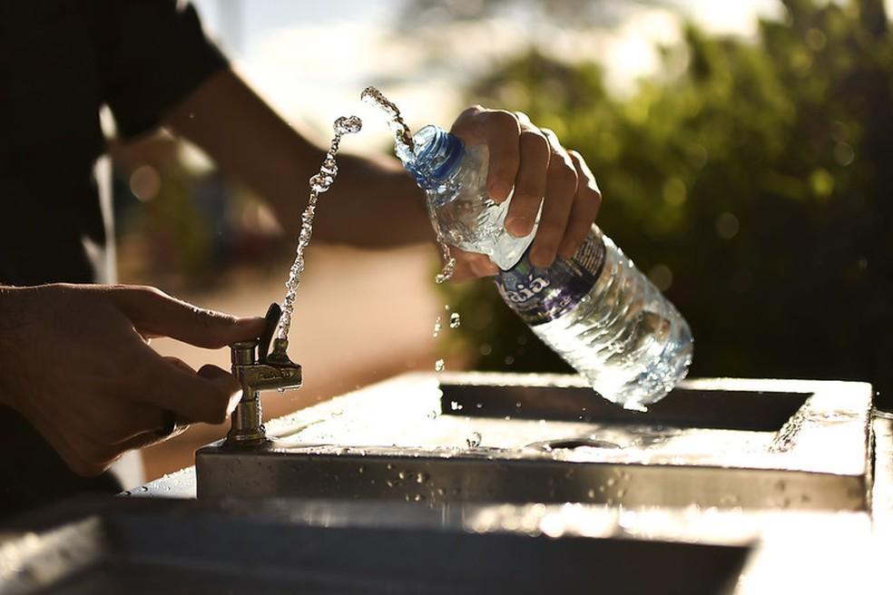 Durante seca no DF, especialistas recomendam beber muita água.  — Foto: Agência Brasília/Divulgação