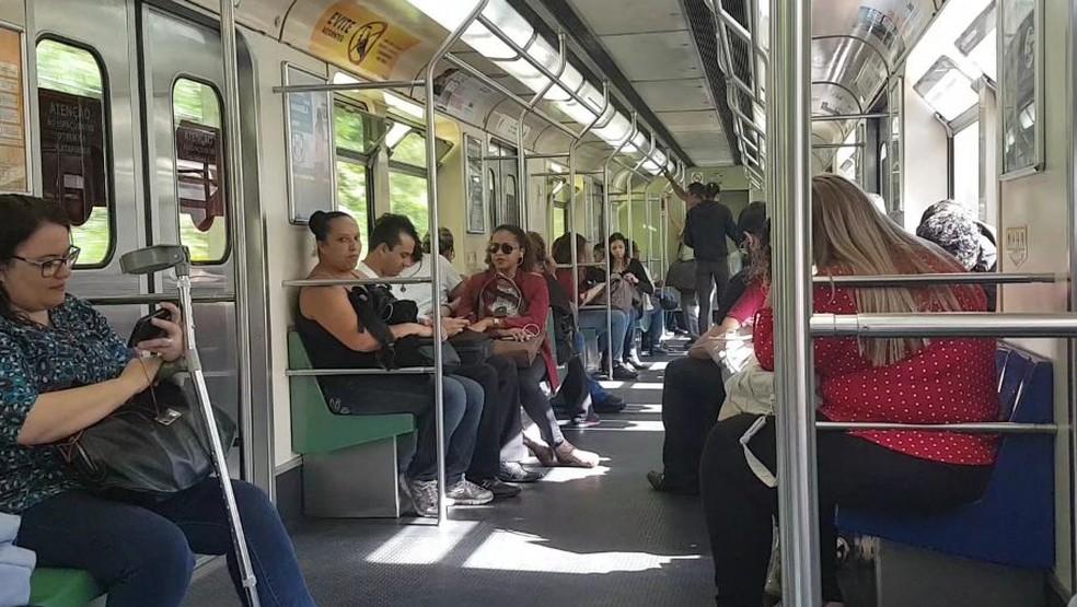 Usuários do metrô de Belo Horizonte — Foto: Flávia Cristini/G1