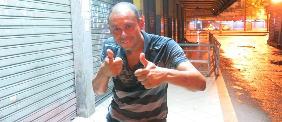Valdiram é visto morando na rua — Foto: Rafael Oliveira / O Globo
