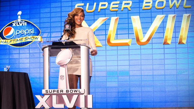 Beyoncé no palco da Pepsi do Super Bowl (Foto: Christopher Polk / Getty Images)