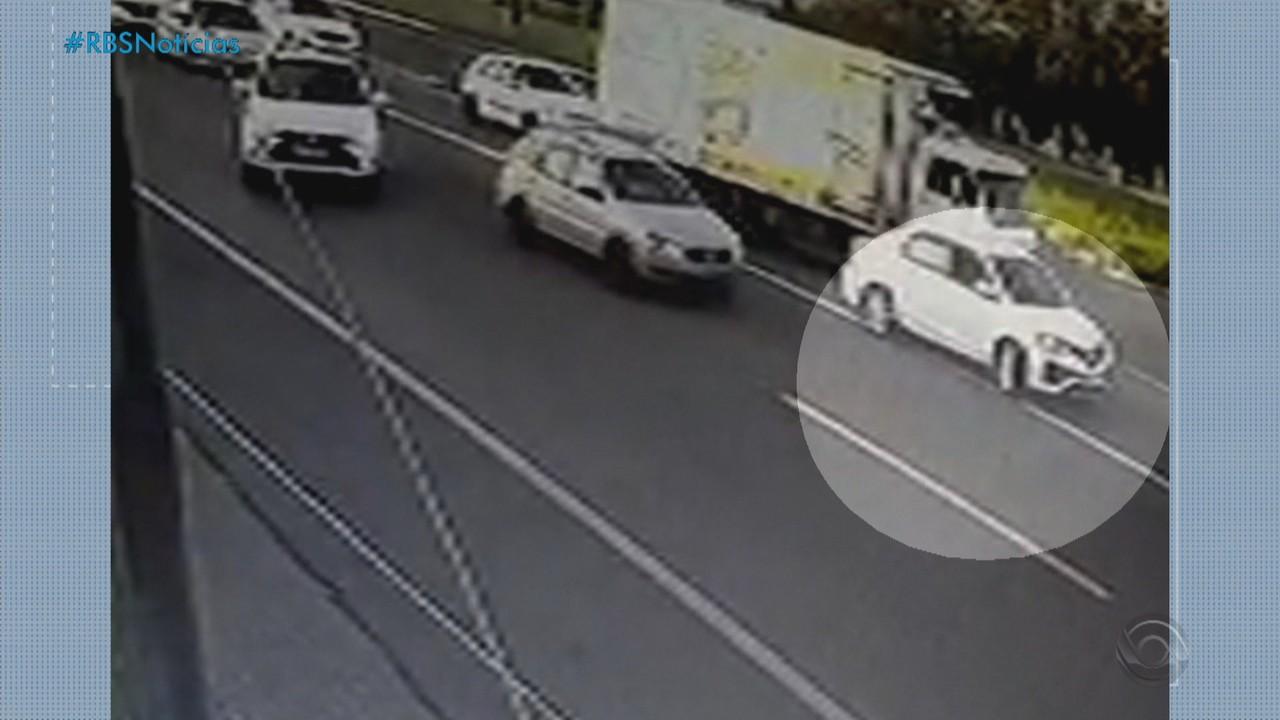 Ex-rei momo de Porto Alegre morre atropelado por caminhão na ERS-240, em São Leopoldo