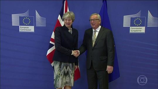 Theresa May vai a Bruxelas para tentar fechar acordo sobre o Brexit
