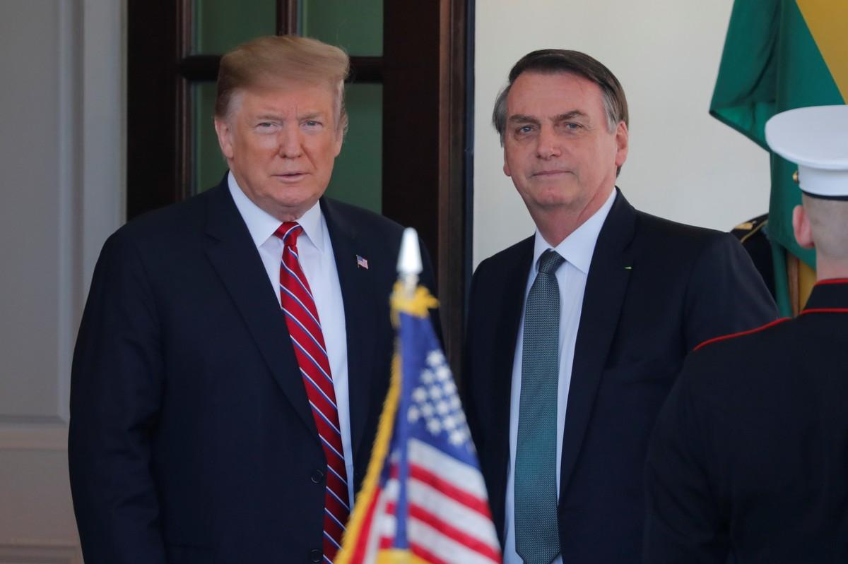 Bolsonaro chega à Casa Branca para reunião com Donald Trump