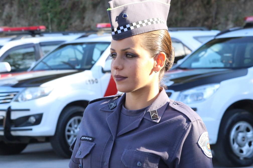 Policial Militar de Votorantim, Juliana Cristini Gonçalves, faz sucesso nas redes sociais (Foto: Carlos Dias/G1)