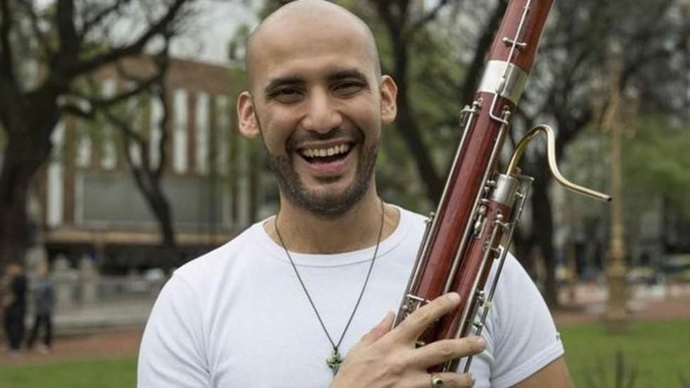 Saxofonista e também músico de fagote, César Pérez — Foto: Divulgação via BBC